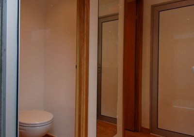 Mid Deluxe White Moible Toilet Unit 6